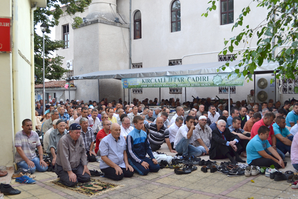 Хиляди празнуват Рамазан байрям