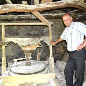 Кметът на Егрек Аптула Карафеизов и останалите 540 жители на селото продължават да ползват водениците.