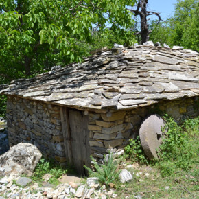 Една от 5-те действащи караджейки в граничното село.