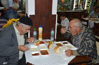Ифтар за 600 души дадоха в центъра на Кърджали