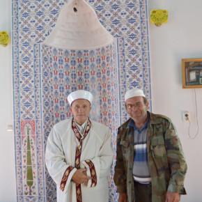 Джамийският комплекс се поддържа от имамина и помощника му Рефик Юмерахмед.