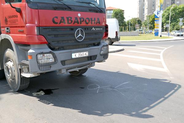 Самосвал прегази пенсионерка на пешеходна пътека