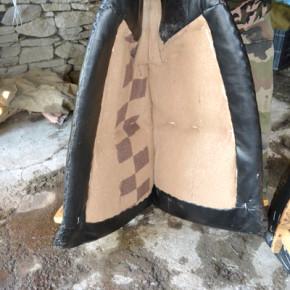 Самарът трябва да е удобен за животното затова в него се слага ръжена слама и мека вата.