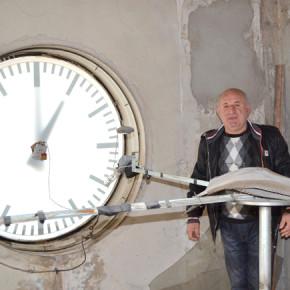 Делчо Бурмов влиза в часовниковата кула поне 2 пъти седмично, за да контролира работата на системата.