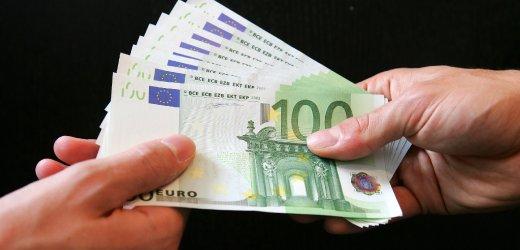 Мним адвокат ужили с 3 000 евро близки на задържан