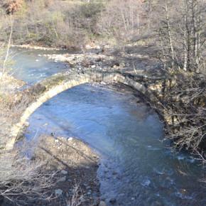 Мостът над река Пещерска е един от най-красивите в района.