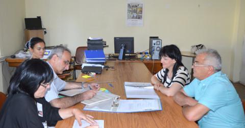 Областният лидер на ГЕРБ Цвета Караянчева регистрира листата за предстоящите парламентарни избори.