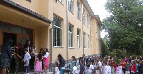 В обновена сграда посрещнаха учениците в чернооченското село Габрово