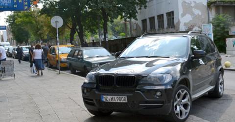 """Наглият шофьор беше паркирал на тротоара на търговската ул. """"Републиканска"""""""