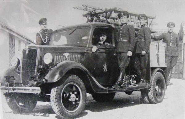 """През 1934 година, общината закува първия противопожарен автомобил - камион """"Форд Магирус"""""""