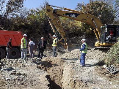 Изграждат канализация в село Черноочене