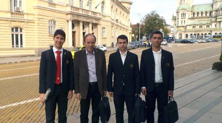 """Трима ученици от школата по математика на СОУ """"Петко Рачов Славейков"""" с ръководител Вълчо Милчев се класираха за Седмия панаир на науката и иновациите в София."""