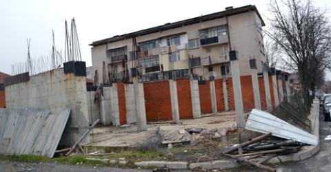 Кооперацията на Русев в центъра на Кърджали, чийто строеж беше замразен