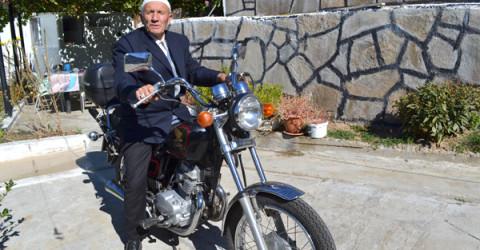 5-годишният Нуритин Исмаил кара мотоциклетът от май до октомври.