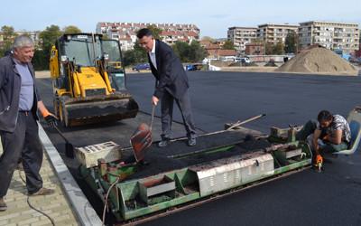 """Кметът видя на място как върви изграждането на третия етап на парк """"Арпезос"""""""